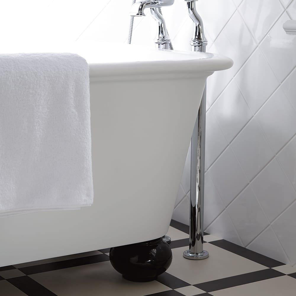 Stanlake Bath with Ball Feet